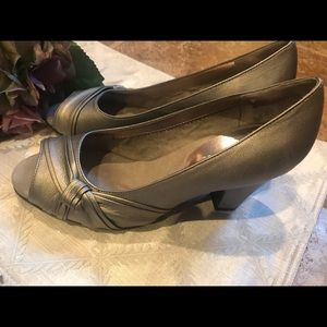AEROSOLES Shoes - Aerosols pewter leather peep toe high heel